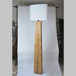 Lampadaire en bois design pour illuminer son int rieur for Lampadaire interieur bois