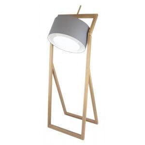 Lampadaire en bois naturel. Grand luminaire qui rappelle les lampes d'éclairage des photographes