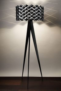 lampadaire design italien pied noir et abat-jour bicolore blanc et noir