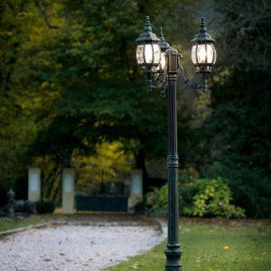 Lampadaire jardin élégant à trois têtes